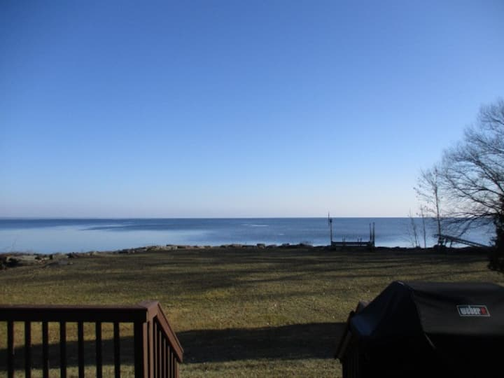 Waterfront 4 bed, 2 ba, fishing, Packer games