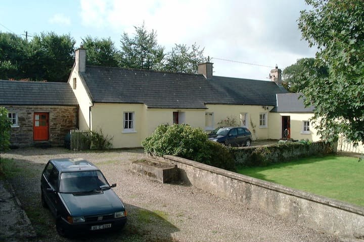 Keane's Cottage - Youghal - Hus