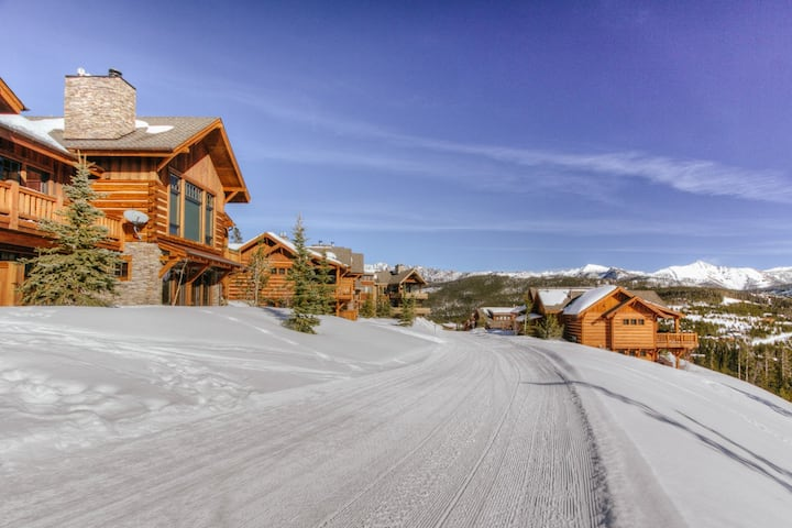 Sophisticated, Ski-In/Ski-out Villa with Sweeping Views and Private Hot Tub