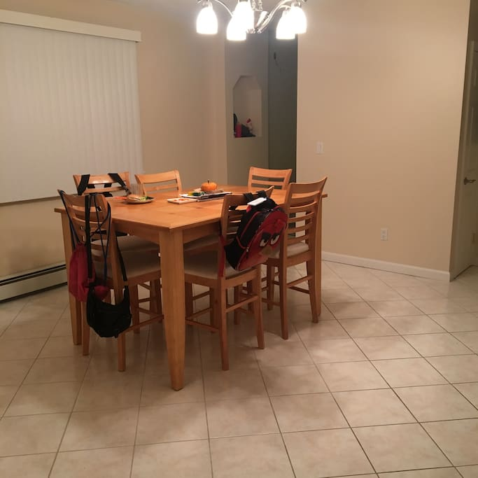 Large and cozy dinning room!