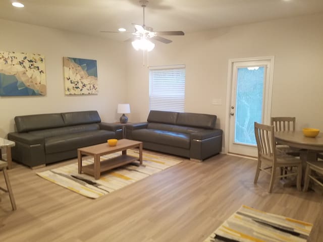 Luxury 3BR brand new town home minutes from beach