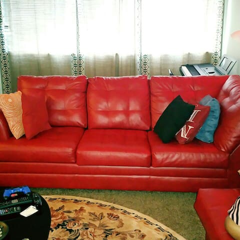 Couch for rent - Adelphi - Casa