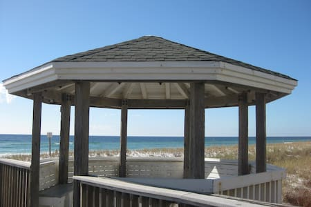 Beautiful 3BR / 2.5BA Steps to the Beach & Pool - Destin