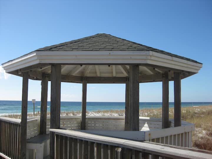 Updated 3BR/2.5BA~ Steps to the Beach and pool #93