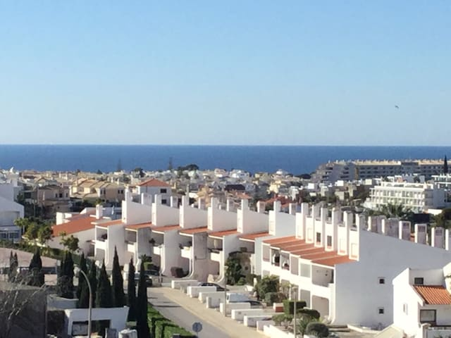 Spacious Albufeira 2 bed apartment with a view