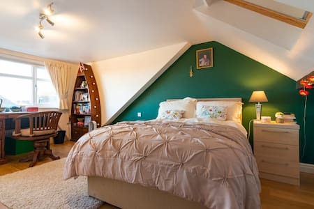 Large room with option of small room with sky bed. Sleeps 3:1