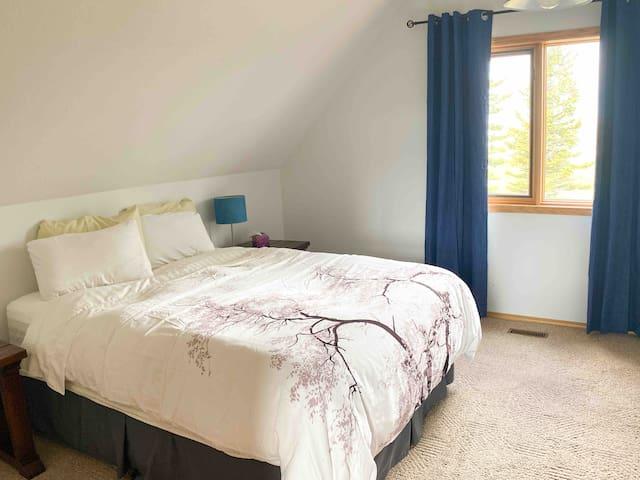 Cozy room upstairs. Queen bed