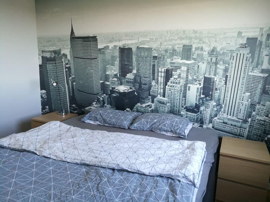 Stor dobbeltseng på soverom