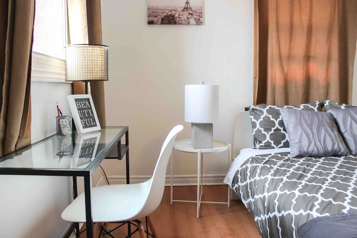 Prime Location! Cozy 2BD | YORK ST. | Byward | DT