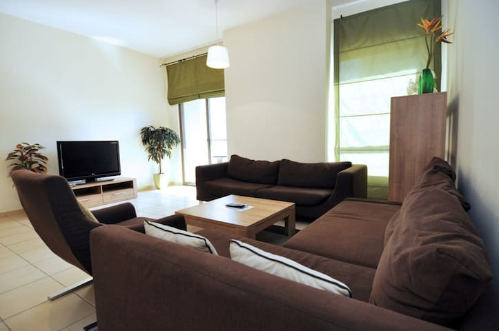 Shams 1/ JBR/ Spacious & Furnished 1 BR - Dubai - Leilighet