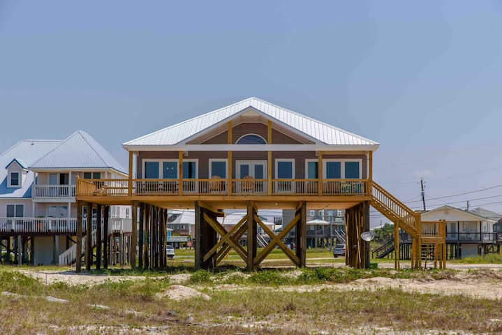 Awesome gulf view, close to beach, all you need!