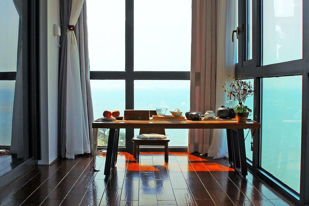 夕阳下的茶室,海是如此的近……