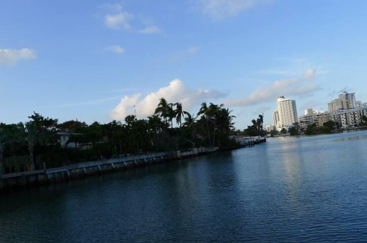 Mid Miami Beach Cozy Comfort
