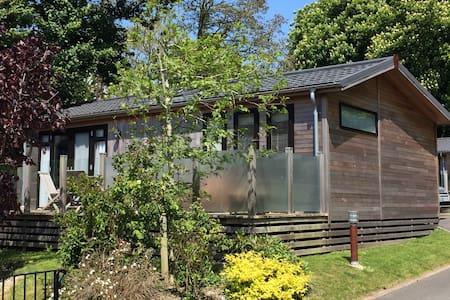 Luxury Cedar Lodge: Dorset Jurassic Coast