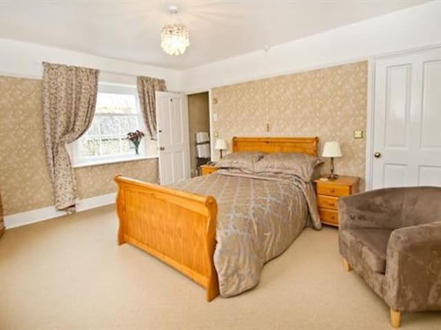 Double Room ensuite with shower at Smeaton Farm