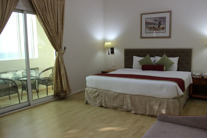 A spacious two bed room family suite/sea view RO