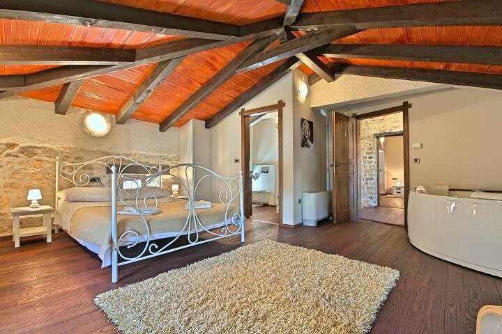 Bedroom 3 with Jacuzzi