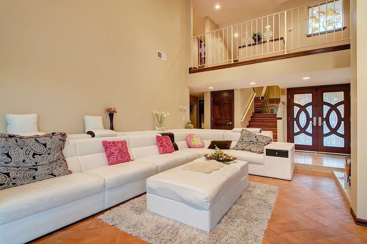 两个大卧室内有一浴室独立享用 - La Habra Heights - 別荘