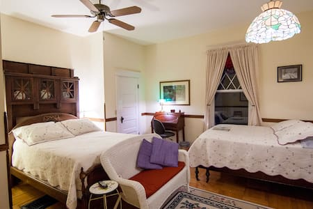 S. Jackson Inn - 2 Full Beds - Harrisonburg - Bed & Breakfast