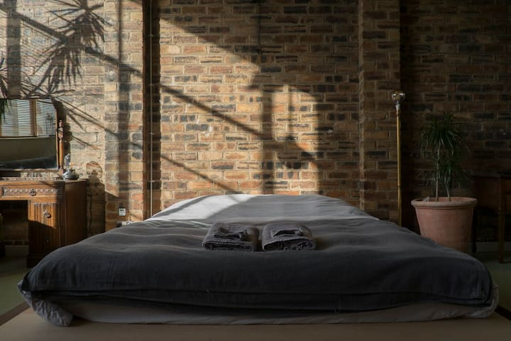 Industrial Loft Bedroom close to city centre
