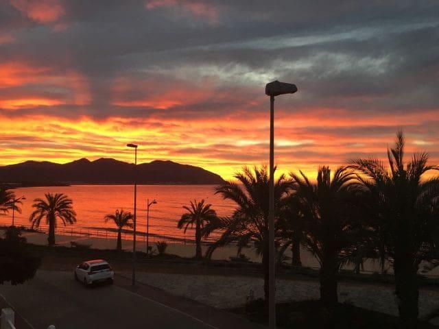 Luxury Beachside Apartment with Wi-Fi and Air Con - Cartagena - Apartemen
