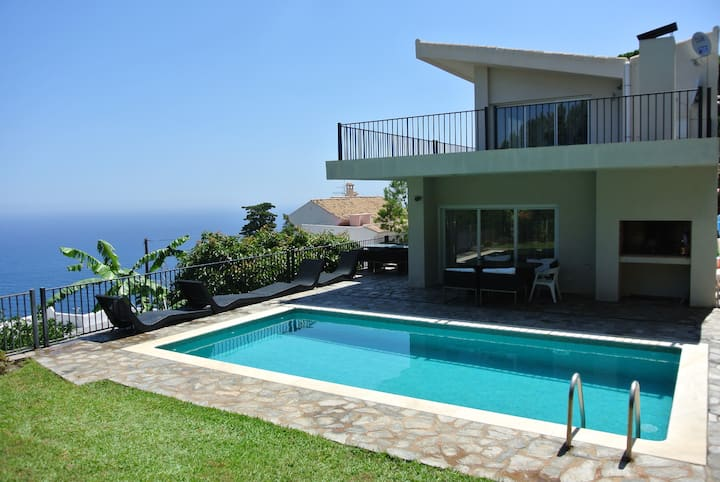 STUNNING VIEWS VILLA AND SWIMMING POOL