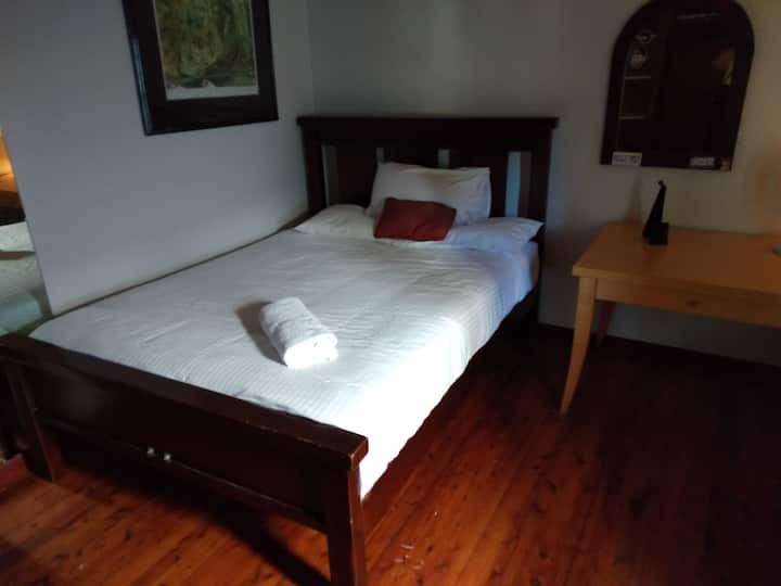 Single Guest Only Queen Bed