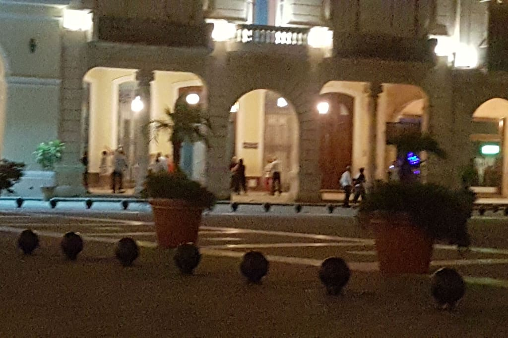 plaza vista de noche