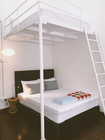 Dreamers Bedroom at Rimba Jungalow