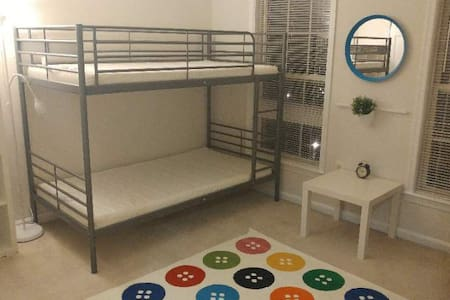 Private bedroom w/ bunker bed 2 - Centreville - Townhouse