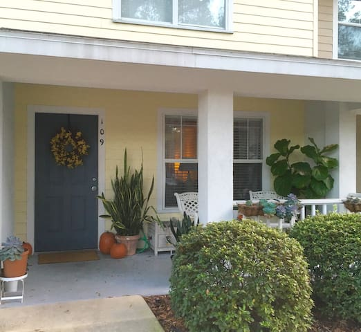Charming townhouse near UF & stores - Gainesville - Byt