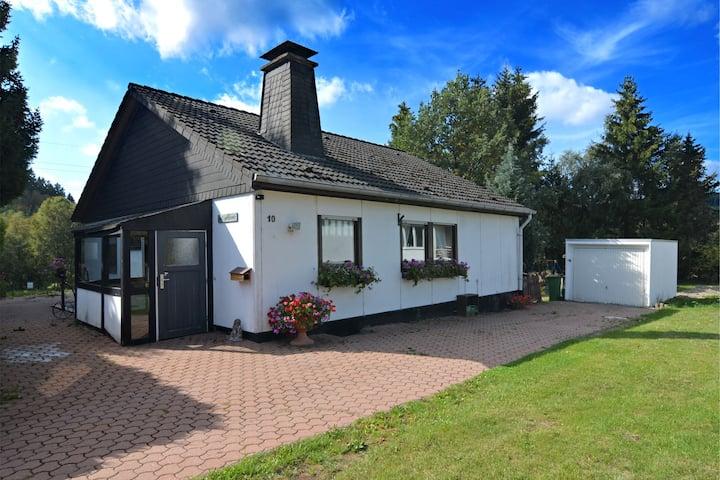 Gezellig vakantiehuis met privétuin in Hildfeld, Duitsland