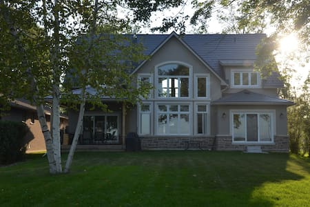 Picturesque Family Lake House - Innisfil