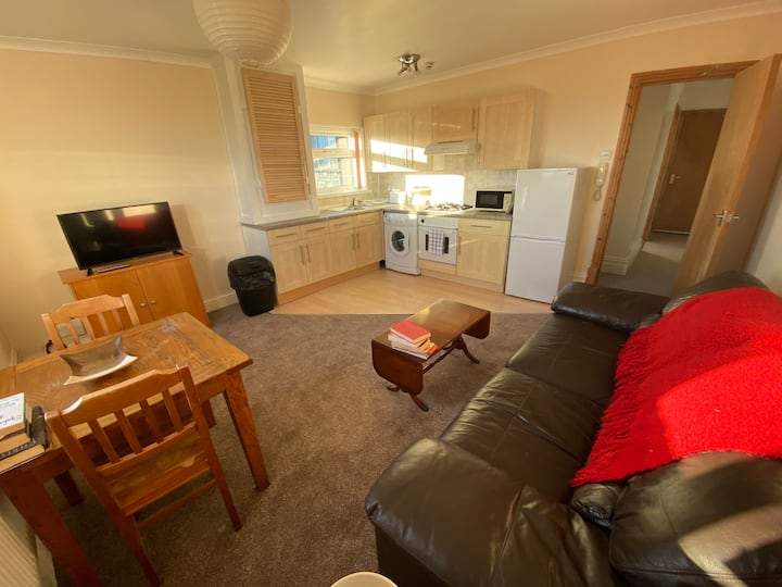 Cozy one bed flat central uplands - self check in
