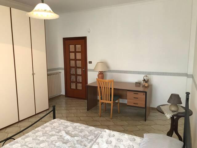 Camera matrimoniale in appartamento libero