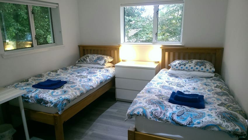 Small Twin Room Shared Bathroom Veg B&B near M74