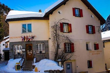 Doppelzimmer in atemberaubender Lage - Pontresina - Oda + Kahvaltı