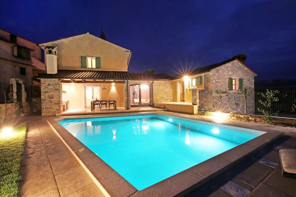 benvenuti villa villas for rent in kaldir istarska upanija croatia. Black Bedroom Furniture Sets. Home Design Ideas