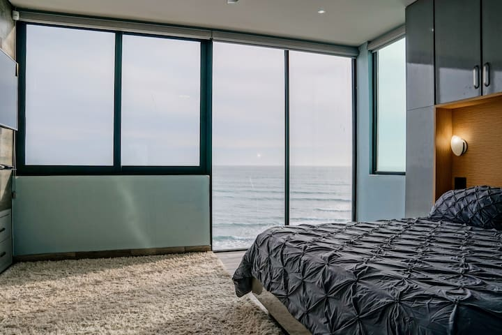 Master bedroom also offers floor to ceiling views.