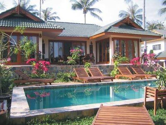 4 Bedroom Villa Mangrove 20 seconds walk to beach