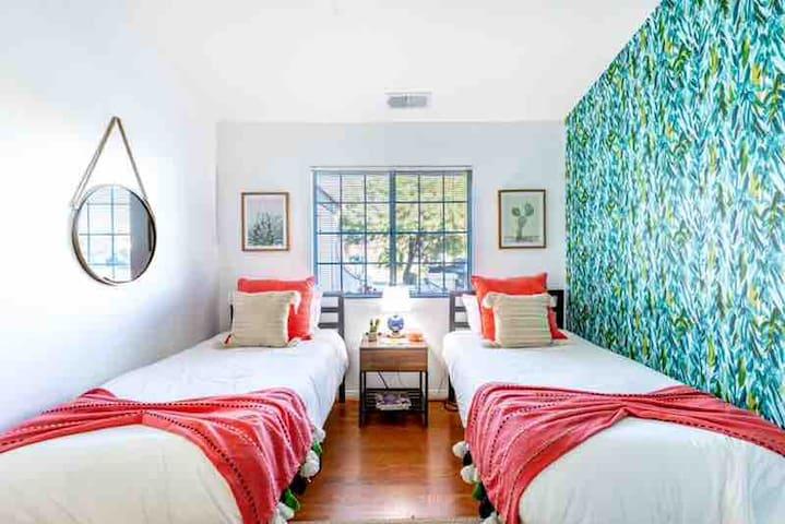 Stunning Casa Marguerite heated Pool & Spa| 10-12