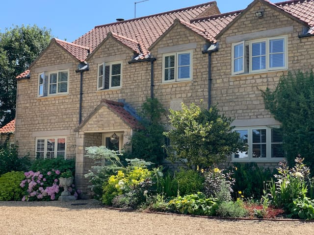 Luxury, rural 4 bed country cottage sleeps 8