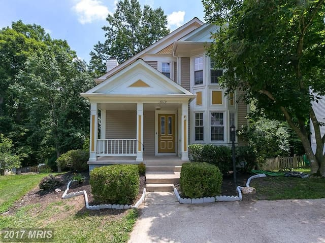Bright, Beautiful, Cheery Victorian in Woodbridge