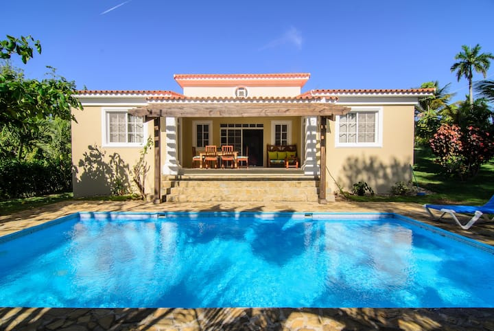 3 bedroom cozy house with pool, terrace, BBQ