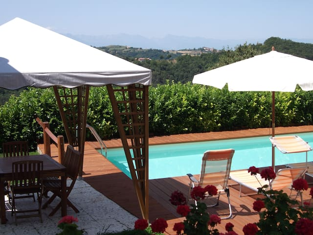 Casa indipendente con piscina privata nelle Langhe