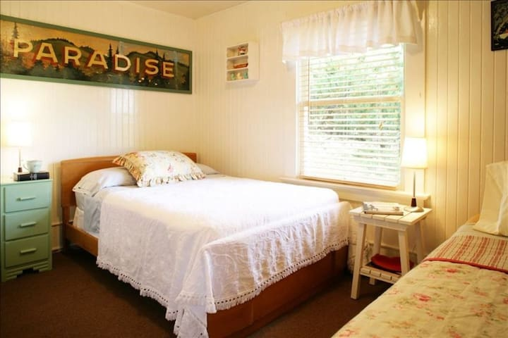 PARADISE BEDROOM.  Upstairs.  2nd bedroom with double and twin bed. Immaculate.