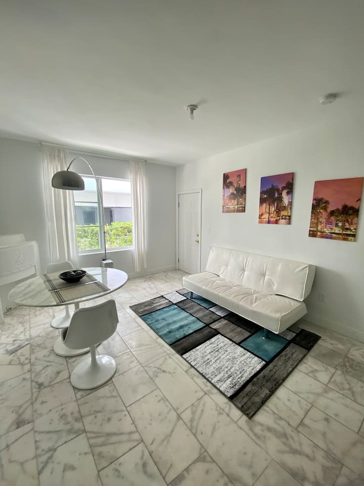 Fantastic Apartment in the heart of SoBe!