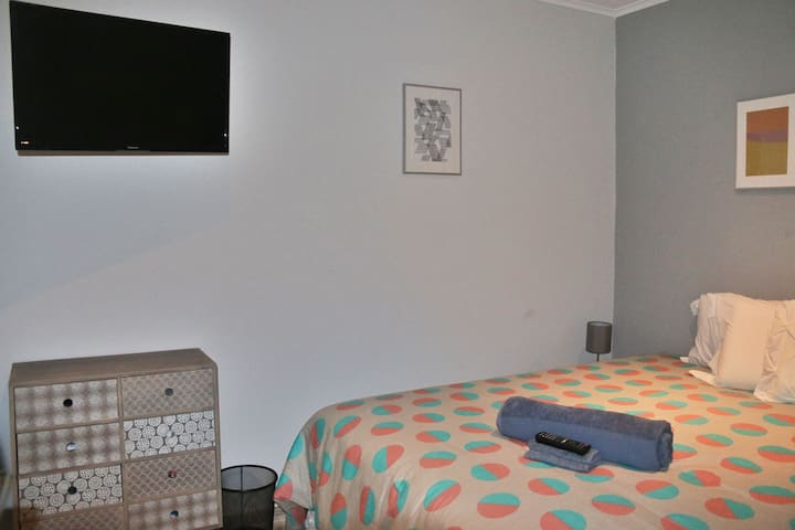 Small suite - 2p (dbl/sgl beds) - Anjos/Intendente