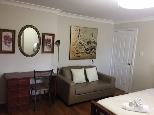North Ryde, Spacious Private Room - North Ryde - Casa