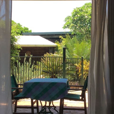 Poolside apartment in quiet bayside suburb - Wynnum - Apartament